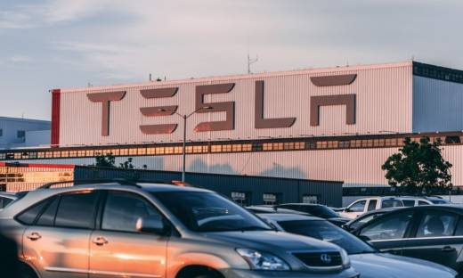 Tesla na nowo rozważy płacenie za samochody w bitcoinie