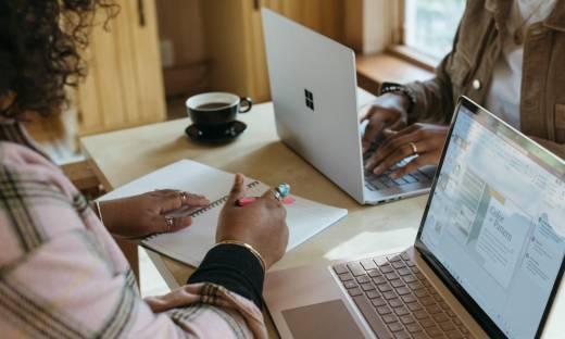 Praca w domu może oznaczać pracę w czyimś domu