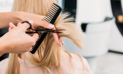 Mierzenie temperatury przed wizytą u fryzjera. Co na to prawo?