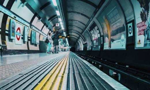 Całe londyńskie metro otrzyma zasięg mobilny do końca 2024 r.