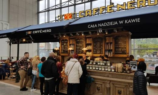 Green Caffe Nero przegrywa pierwsze sprawy z klientami. To konsekwencja zbiorowego zatrucia