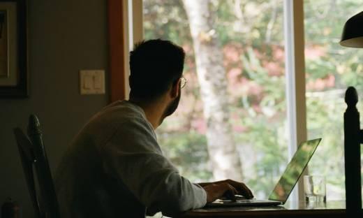 """Microsoft: praca hybrydowa może prowadzić do """"przeciążenia cyfrowego"""""""