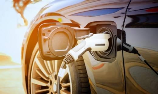 Flotyw firmach idą w kierunku elektromobilności. Raport