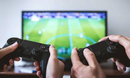 """Akcje Tencent i innych firm gamingowych w dół. Chińskie media określiły gry """"duchowym opium"""""""
