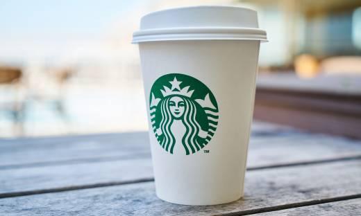 Kawa Starbucks w polskich sklepach. To efekt współpracy z Nestle