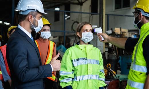 Mobbing za brak szczepienia? Rośnie fala tarć między pracodawcami a pracownikami