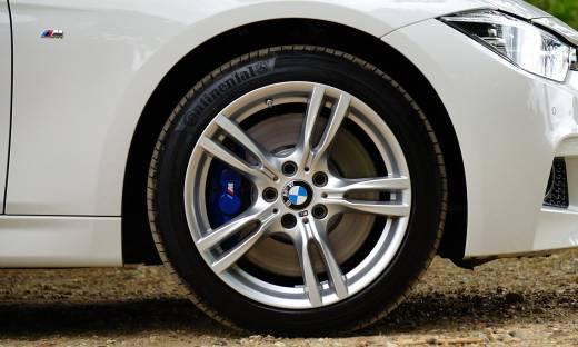 W Polsce zaczyna brakować nowych aut. Problemy z kupnem BMW i Dacii Duster