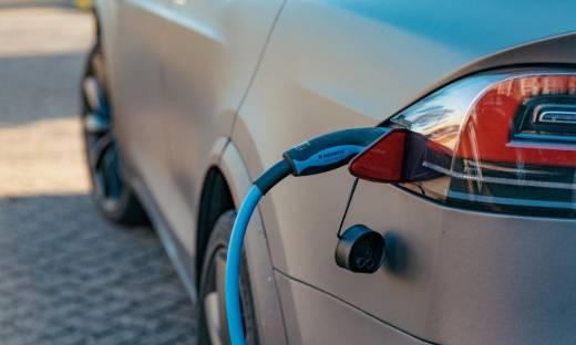 Elektromobilność: czy Polacy przestawiają się na samochody elektryczne?