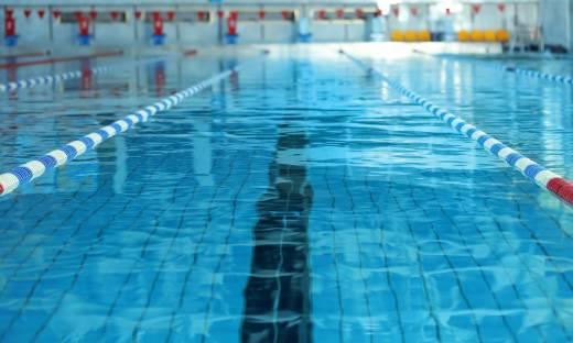 """Rośnie presja na otwarcie basenów? """"COVID-19 nie jest chorobą wodozależną"""""""