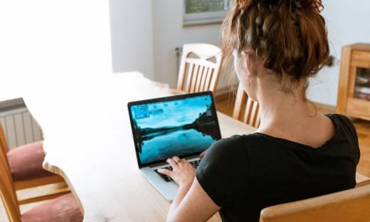 Przepisy regulujące pracę zdalną skierowane do konsultacji. Pracodawca opłaci dostęp do Internetu?