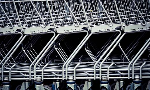 Auchan zamyka kolejne sklepy. Będą zwolnienia grupowe