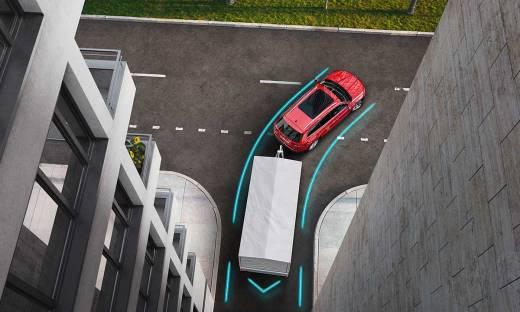 Samochody coraz bardziej autonomiczne. Jak technologie ratują życie kierowców?