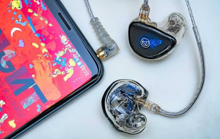 Z tych słuchawek korzysta Behemoth i Ray Wilson z Genesis. Polak stworzył markę dla audiofilów