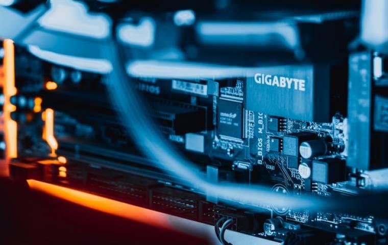 Własny serwer czy usługi hostingowe. Co jest lepszym rozwiązaniem?