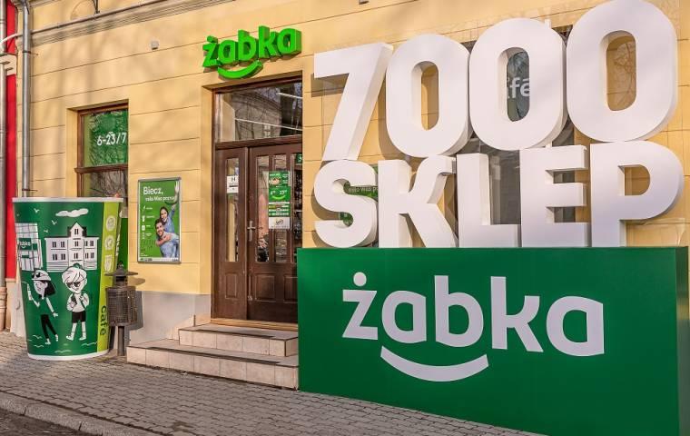 Żabka ma już 7 tys. sklepów. Wideo z otwarcia