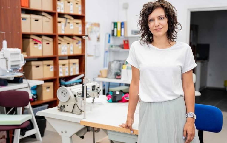 Ubrania szyte empatią. Czy odzież może działać jak lekarstwo?