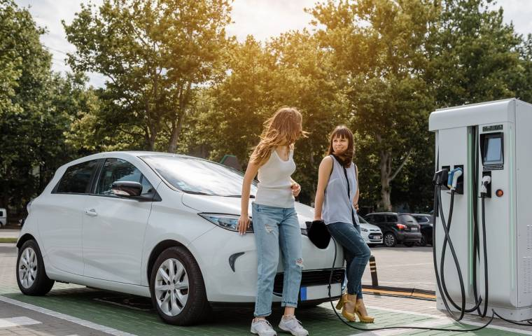 Samochód elektryczny i długa podróż? 5 zasad dalekich podróży autem na prąd