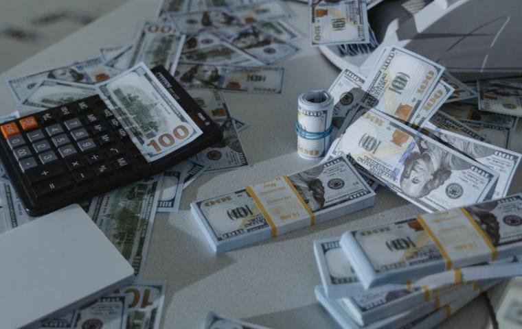 Menedżer IT skazany na 2 lata więzienia. Ukradł 1,8 mln dol. z funduszy na walkę z Covid-19