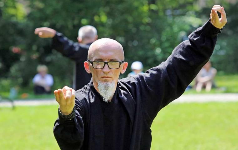 Tai Chi, czyli medytacja w ruchu. Trening sztuk walki dobrym miejscem na spotkanie biznesowe?
