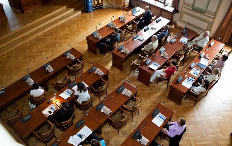 Studenci, absolwenci i przedsiębiorcy... Szkoły muszą ściągnąć 17 mln złotych zaległości
