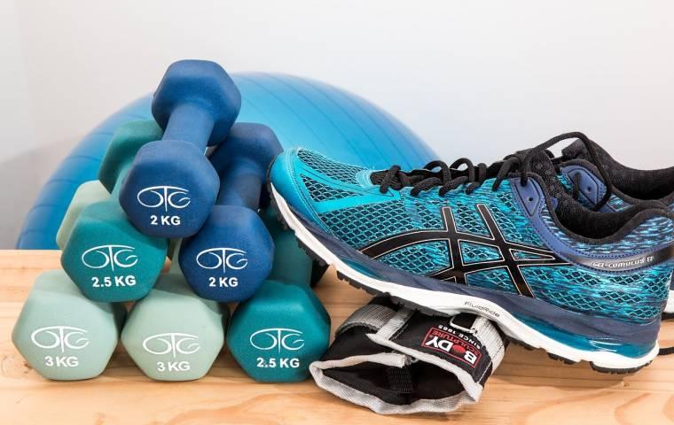 Deloitte: Ponad 60 proc. Polaków odzież sportową kupuje w sklepach stacjonarnych