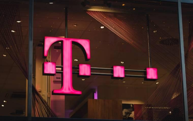 """T-Mobile straciła dane 50 mln użytkowników. Prezes: """"Naprawdę przepraszam"""""""