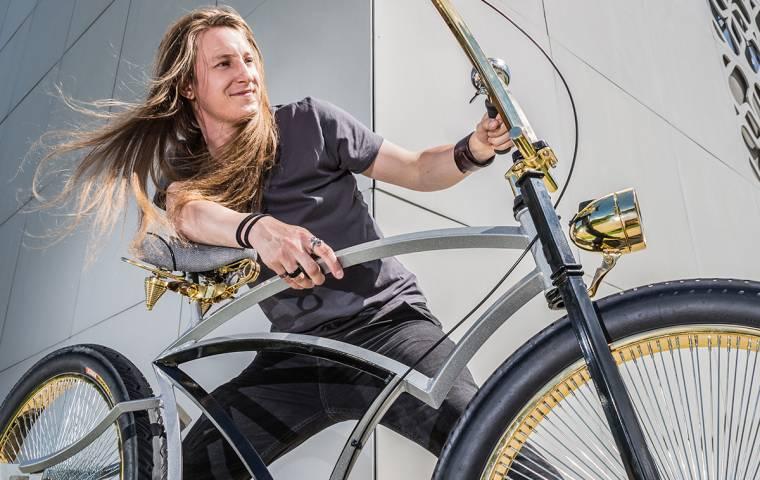 Złoty, a skromny. Jak sprzedaje się rower za milion złotych? [WYWIAD]