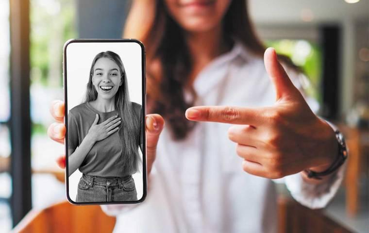Komunikacja niewerbalna wciąż ważna. 11 rad na prowadzenie wideorozmów