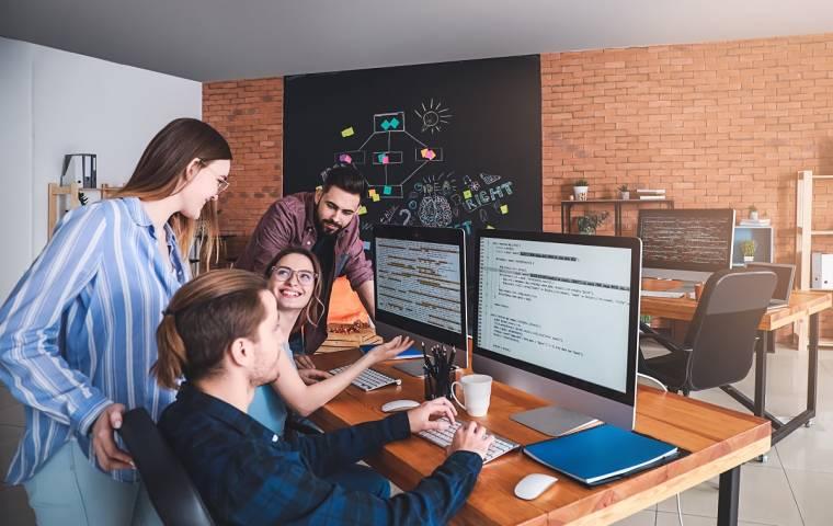Brakuje programistów i wiedzy o nowych technologiach. Obraz Polski w europejskim raporcie o IT
