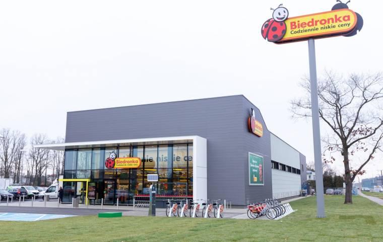 Biedronka i Auchan najtańsze w sierpniu. Ceny w górę