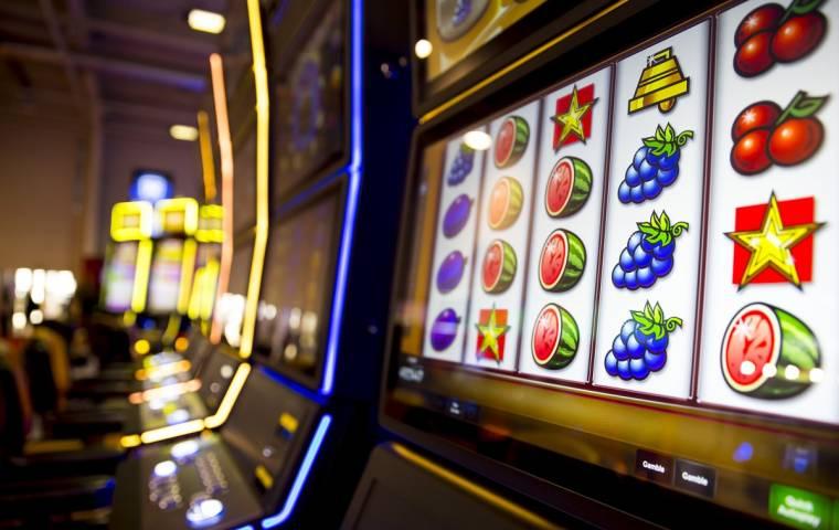 Rząd niespodziewanie otwiera kasyna