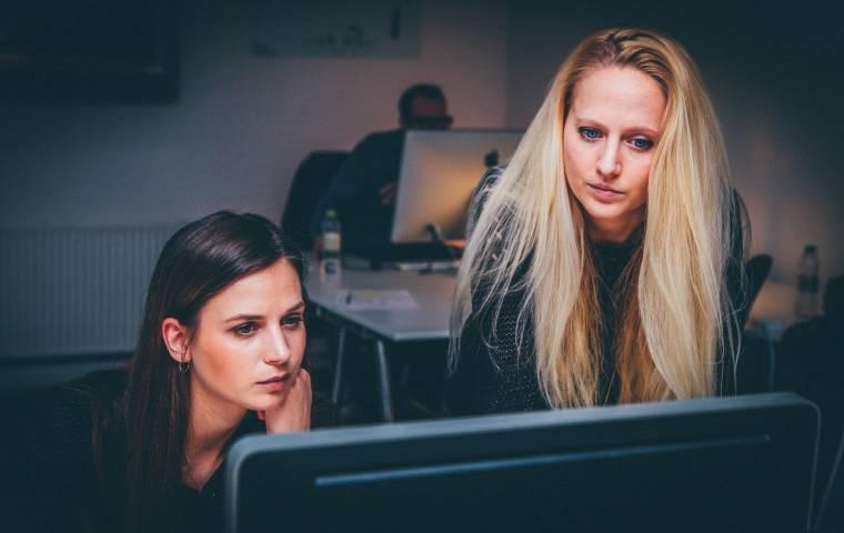 """Raport """"Kobiety w technologiach 2020"""". Wnioski nie napawają optymizmem"""