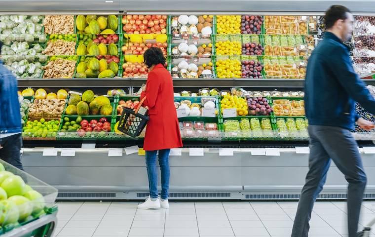 Polacy ruszają do sklepów na świąteczne zakupy. Pandemia nie odstrasza klientów