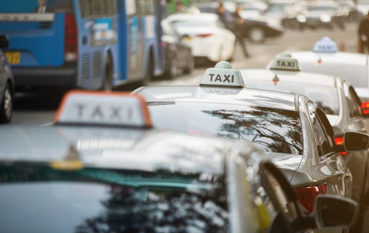 Obostrzenia dla taksówkarzy. Jest interwencja w ministerstwie