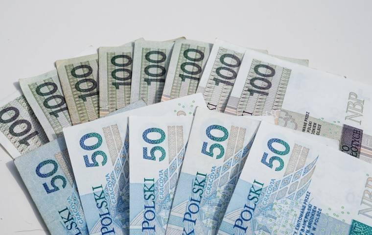 Najbardziej zadłużony Polak musi spłacić ponad 75 mln zł. Spadła za to liczba dłużników