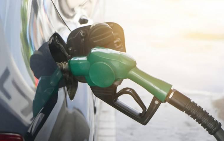 Cena ropy poniżej zera. Co to oznacza dla klientów stacji benzynowych?