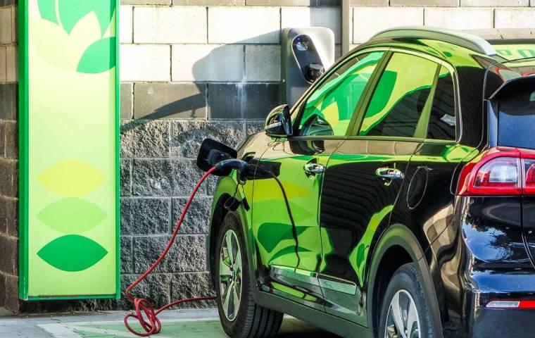 Raport Elektromobilność. Transport, który walczy zzanieczyszczeniem
