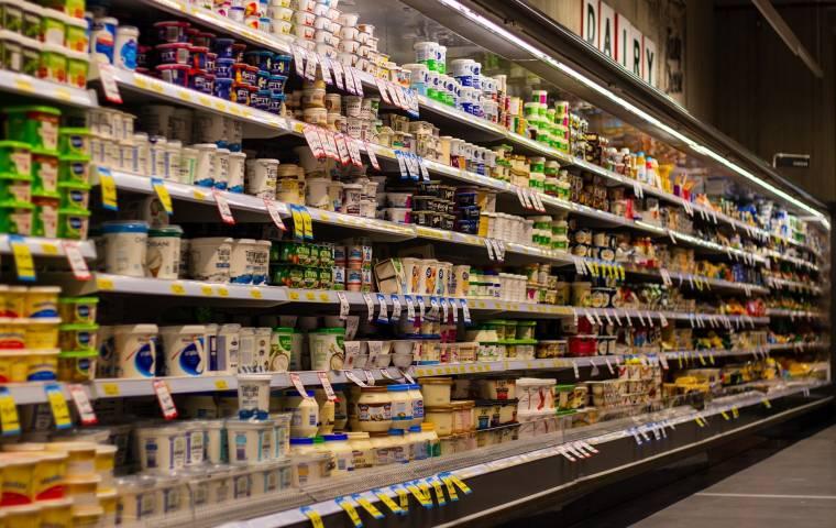 Przedświąteczne zakupy coraz droższe. Staniały mrożonki i chemia, a co najbardziej podrożało?