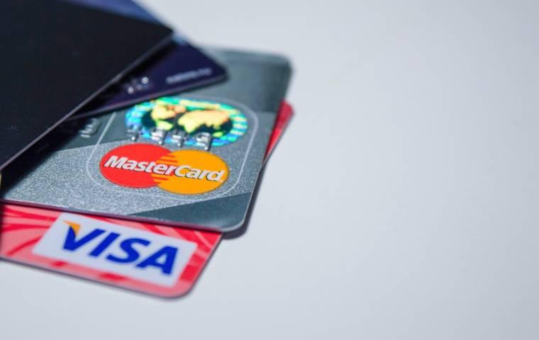 Częstsze płatności bezdotykowe, więcej programów lojalnościowych. Trendy płatnicze w 2021 roku