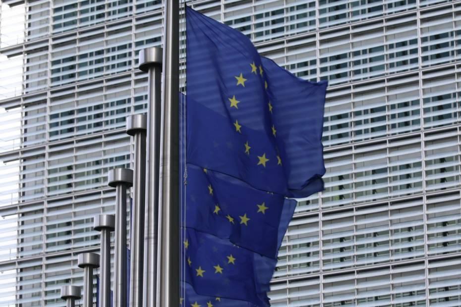 UE chce monitorować przelewy w kryptowalutach / Fo
