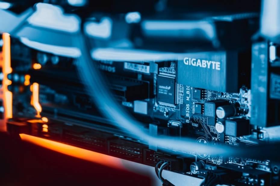 Własny serwer czy usługi hostingowe