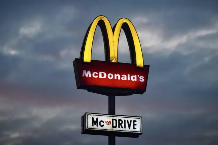 McDonald's drive-thru / Fot. Jurij Kenda, Unsplash