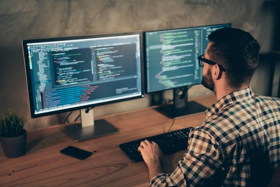 Ile zarabia programista? Zestawienie 2021
