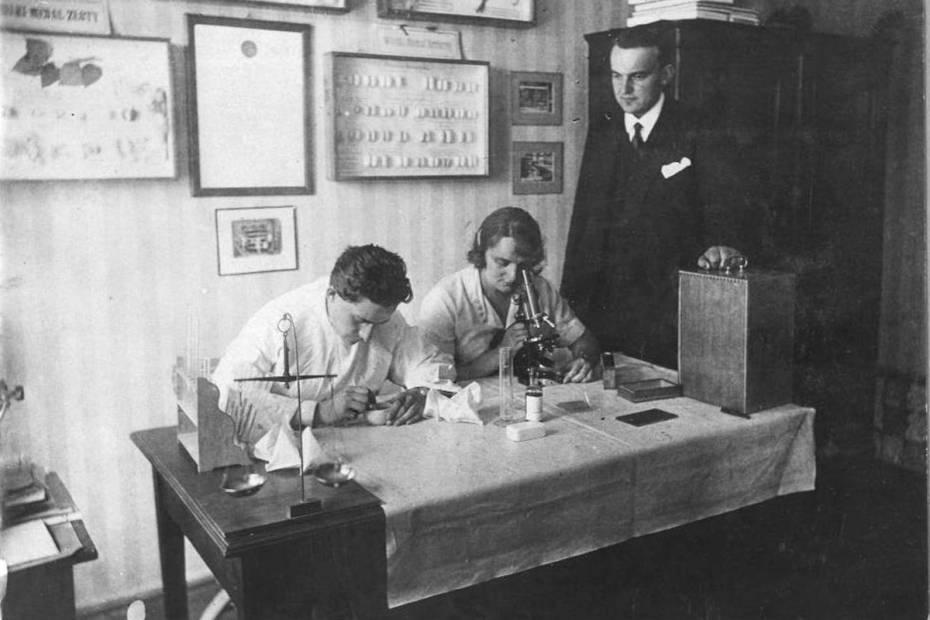 narodowe archiwum cyfrowe; Fot. z archiwum M Dygas przekazane przez nieżyjąca córkę (Betę Nehring) Henryka i Wandy Witaczek