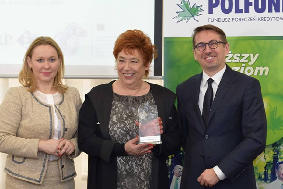 Od lewej: pełnomocnik rządu ds. MSP Andżelika Możdżanowska, prezes zarządu funduszu POLFUND Barbara Bartkowiak, dyrektor KPK ds. Instrumentów Finansowych Arkadiusz Lewicki. Fot. Materiały prasowe